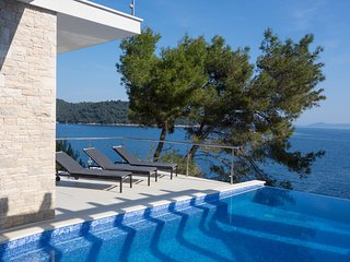 Beautifull Villa Carpe Croatia with Swimming pool and Grill