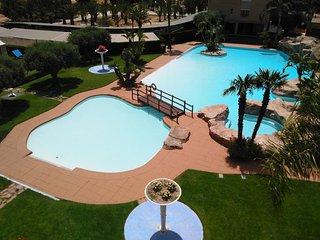 Bulevar Golf and beach