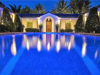 Luxury Estate Fort Lauderdale Elysium 737 2 pools, 240 ft Dock, Downtown!