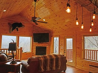 Beautiful, Luxurious Mountain Lodge with Mountain Views, 4 BR, 4.5 BA, Sleeps 12