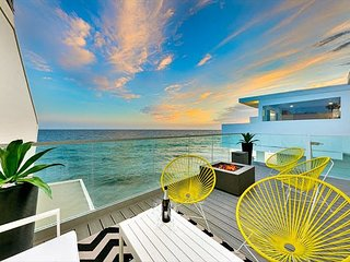 Stunning Sunsets, Patio Above the Waves, Luxurious & Spacious
