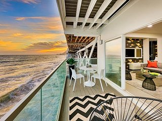 NEW LISTING - Patio Over the Sand, Minutes to Attractions, Stunning Sunsets