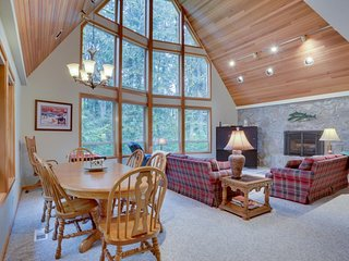 Tranquil mountain cabin w/ private hot tub & forest views - ski nearby!