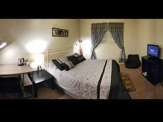 Quiet & Comfy room 1/2 mile From UF and College of Law
