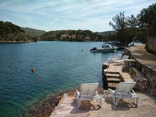 ¤¤ Villa Veni ¤¤ seaside house with private beach, boat mooring and parking spot