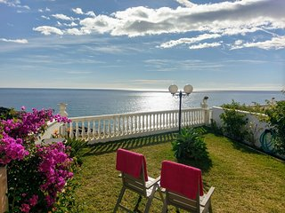 Garden apartment with amazing sea view 50 meter from the beach