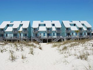 Ocean Reef 103:Beautifully decorated one bedroom, one bath condo on the beach