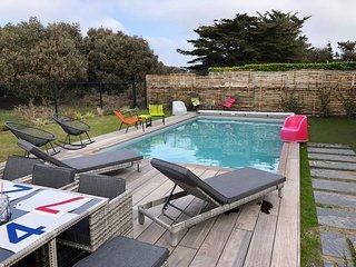 Villa 4* piscine chauffee cote sauvage