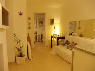 Precioso y centrico apartamento en Cadaques a 50 mts del mar.