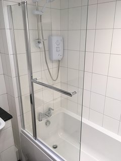 Thermostatic electric shower