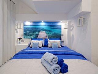 Santorini Style Iin Athens Plaza Luxurys Apartments