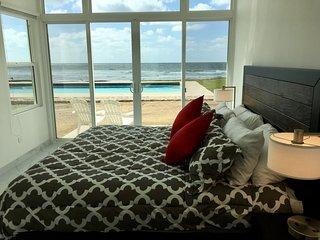 VILLA DE FELICIDAD: BEAUTIFUL, NEW, MODERN OCEANFRONT HOME