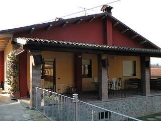 Giovanna 2 bedrooms, own  pool in centre Castelnuovo. Walk to facilities WIFI!