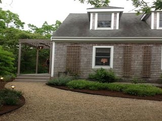 Charming Cottage Near Long Point Beach