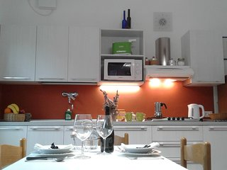 Bright apartment Free Wifi and parking  in Padua