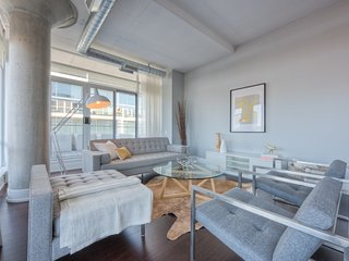 Luxury & Modern Condo - Montreal Downtown