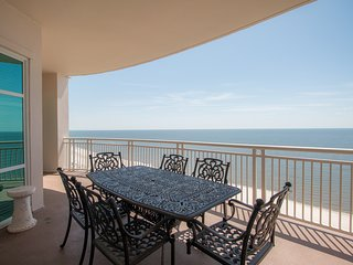 Luxury Penthouse Condo w/ Balcony Views, WiFi, Hot Tub & Resort Pools Access