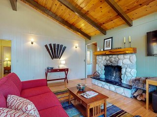 Secluded cabin w/private decks & family-friendly amenities