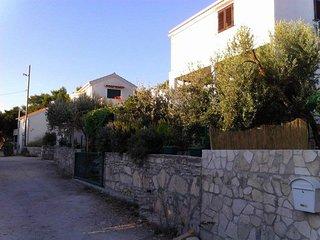 Two bedroom apartment Rukavac, Vis (A-13337-a)