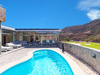 LUXURY VILLA WITH HEATED POOL AND JACUZZI