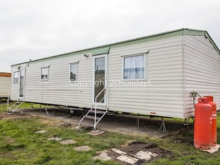 4 Bed 8 Berth Caravan in St Osyth Holiday Park. Clacton-on-Sea. Ref: 28145 GC