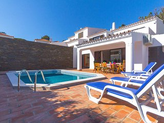 Villa private pool, free SKY TV, WiFi & A/C in peaceful location of Vale do Lobo