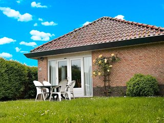 6 pers. holiday home behind the dyke and close to the Lauwersmeer