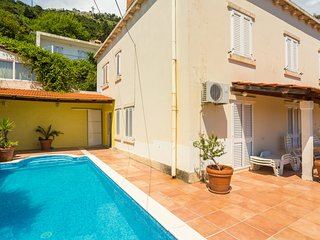 Villa with pool 3 min walking from the Old Town!