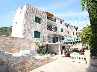Two bedroom apartment Bol (Brač) (A-13413-f)