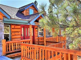 ~Dawson's Peak~Spacious Tri-Level Log Home~Private Hot Tub~Pool Table~