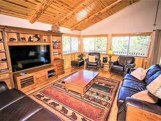 ~Angel View Chalet~Custom Upscale Moonridge Retreat~Hot Tub~Pool Table~