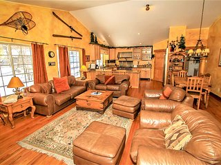 *SECLUDED MOONRIDGE CHALET~Pool Table~Wet Bar~Spa~