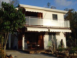 Rez-de-chaussée d'une villa neuve vue mer et forêt tropicale