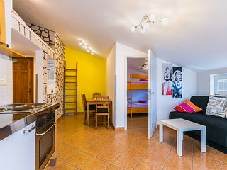 Donna apartment with 2 bedrooms, WiFi, balcony