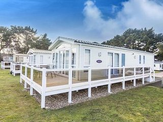 6 Berth Caravan with a lake view at the Wild Duck Holiday Park. REF 11003 PL.
