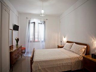 Beatrice - Double bedroom en suite - serviced - Central Athens