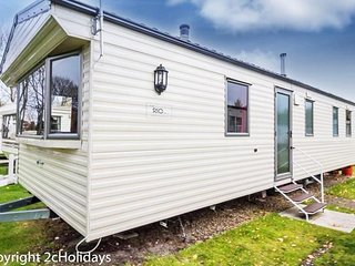 8 berth caravan at the Wild Duck Holiday Park. *Pet Friendly. REF 11003 AC