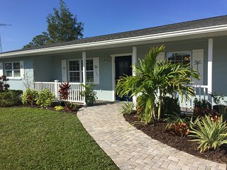 NEW! Updated 2BR Englewood Home – 10 Min to Beach!