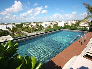3 Bedroom PentHouse, Private Rooftop Pool, a few blocks from Beach! ITB501