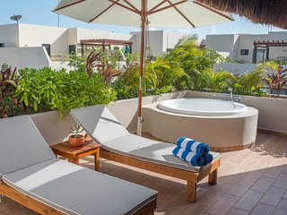 PRIVATE JACUZZI ❤ 2 BDR Penthouse for 6, Aldea Zama |Agua de Mar 305
