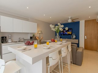 BookinMay! Enjoy Dec18 OpenDates! GreatCONDO for 4,between5th&beach!ITB402