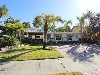 Fun Spa  Beach House For Rent! 15 Yards From The Sand! (VIRTUAL TOUR PICTURE 3)