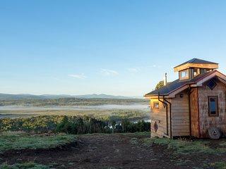 Chimango Caracara / Chepu / Lodge - Quincho - Camping