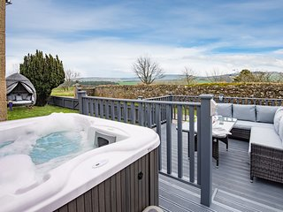 Hot tub, spa-like garden, log burner..