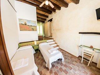 Case al Borgo-Agira Centre-Home Relais- Casa Leonardo Sciascia