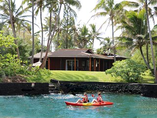 Hawaii's Bayfront Bungalow With Direct Water Access