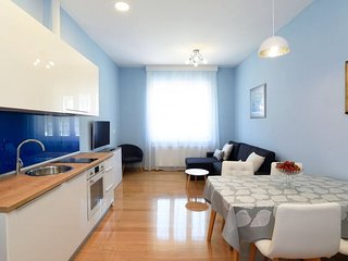 NEW 2 BEDROOM APT (70m2) FAST WiFi IN VERY CENTER