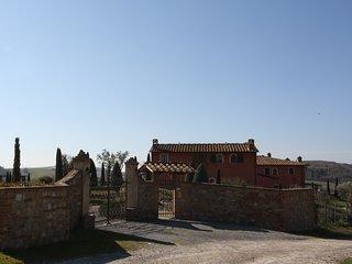 Terratetto in antico  e prestigioso complesso colonico con piscina e giardino