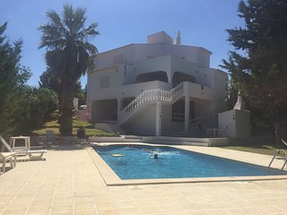 Villa Vaniana, Olhos de agua holiday apartment in private villa . New listing