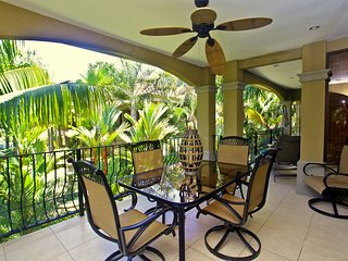 Gated condo in the heart of Jaco with a pool/spa! WALK TO THE BEACH!!